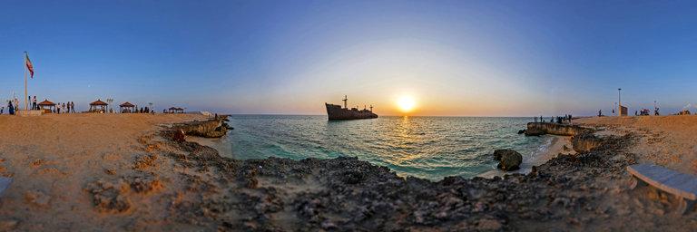 نمایی از جزیره کیش و کشتی یونانی