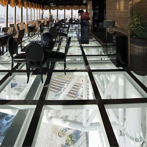 رستوران کف شیشه ای