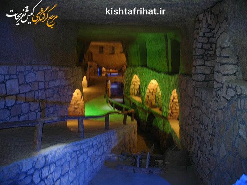 این تصویر دارای صفت خالی alt است؛ نام فایل آن Kish_Island_Underground_City_at_night_Iran.jpg میباشد